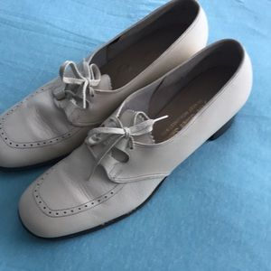Shoes - Vintage creamy white leather shoes